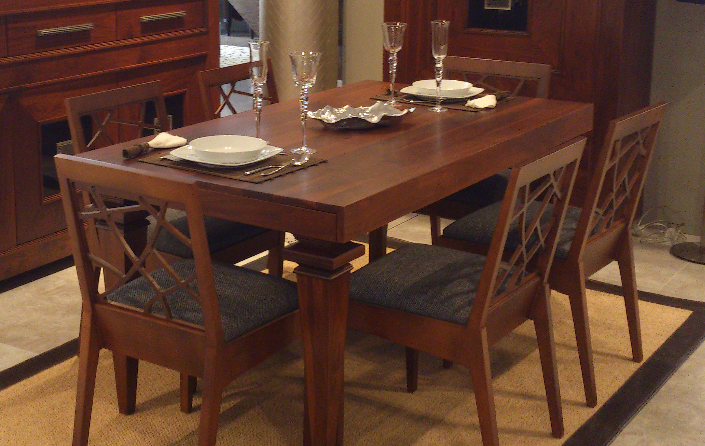 Comedor en madera nogal muebles rius outlet for Muebles madera maciza outlet